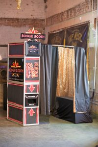 traditional-enclosed-photo-booth